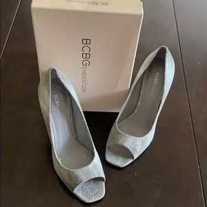 BCBG silver/grey peep toe heel